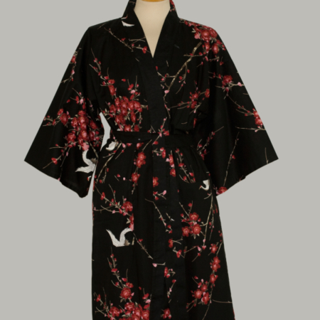 sort kimono Crane with Cherry Blossom, 3/4 lang, sort udført i 100% bomuld