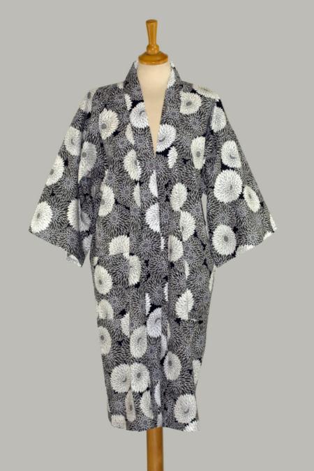 kimono Chrysanthemum, 3/4 lang, er udført i 100% bomuld
