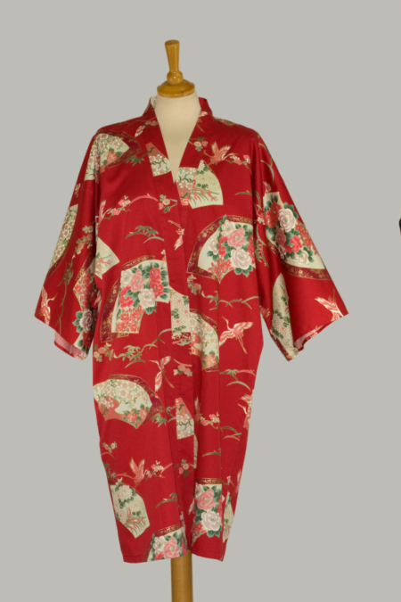 rød kimono Crane Senmen-Ni-Tsuru, 3/4 lang, udført i 100% bomuldssatin