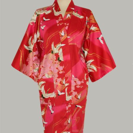 kimono Crane with Flowers, 3/4 lang, rød, udført i 100% bomuldssatin