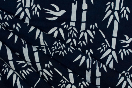 blå indigo batik med bambusmotiv 100% bomuld