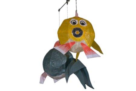 japansk kuglefisk mobile i stærkt pergament papir